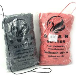 Cordoncino Swan Glitter Thai, confezione 500 grammi, per realizzare splendide borse maglie e tutto ciò che la vostra fantasia vi suggerisce. Disponibile in 15 colori