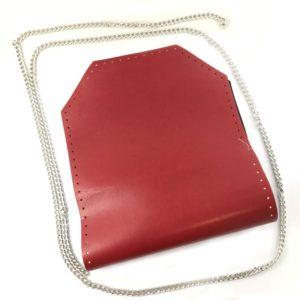 Il pannello Selen con catena è un set borsa in eco pelle disponibile in diverse colorazioni. Ideale per realizzare, personalizzare e riparare le tue borse.