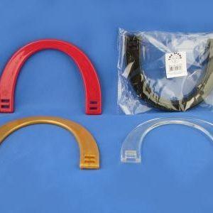 Manici in plastica a forma di mezzaluna per borse e accessori, disponibili in vari colori. Ideali per creazione, riparazione e personalizzazione borse. Confezione da 2 pezzi.