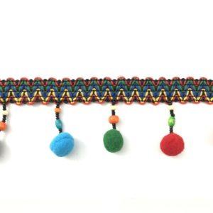 Frangia pallino moda multicolor arricchita da perline in legno. Prodotto artigianale. Pallino diametro: 17 mm Articolo venduto al metro. Inserire nella quantità i metri che si intendono acquistare