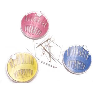 Scatola rotonda con aghi per cucire a mano, cruna dorata, misure assortite. All'interno di ogni dischetto sono contenuti 30 aghi della migliore manifattura, occhiello in oro rifinito a mano, qualita controllata.