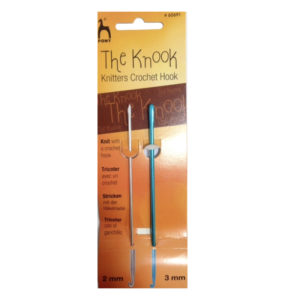 Set 2 aghi Uncinetto Knooking. Nella confezione sono presenti due aghi: uno da 2 mm e uno da 3 mm.