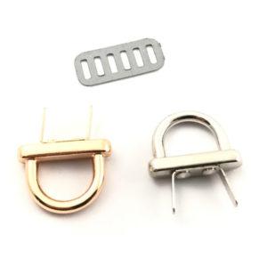 Attacco Ponticello piccolo per borsa prodotto artigianale, confezionato singolarmente per evitare qualsiasi danneggiamento. Misura: base 2,5x0,5 cm - h 2 cm