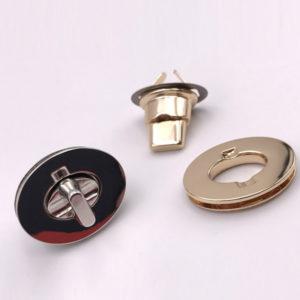 Chiusura L01 3,5 cm per borse disponibile in due differenti versioni: oro e argento.