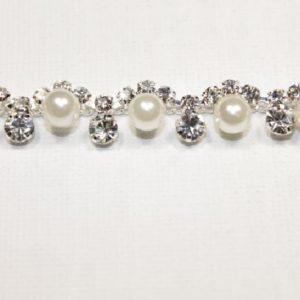 Passamaneria Gioiello argento di altezza 0,5 cm, in strass e perle Articolo venduto al metro. Inserisci la quantità desiderata.