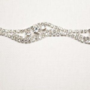 Passamaneria Gioiello argento altezza 1 cm, in strass. Articolo venduto al metro. Inserisci la quantità desiderata.