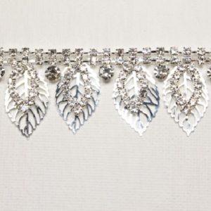 Passamaneria foglia Gioiello argento di altezza 2,5 cm, in strass Articolo venduto al metro. Inserisci la quantità desiderata.