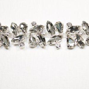 Passamaneria Gioiello argento di altezza 3 cm, in strass Articolo venduto al metro. Inserisci la quantità desiderata.