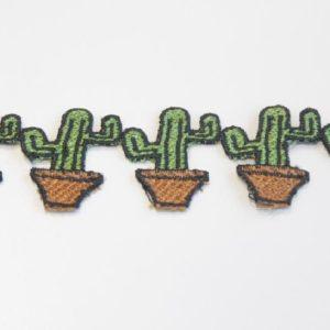 Passamaneria cactus 4 cm in poliestere Articolo venduto al metro. Inserire nella quantità i metri che si intendono acquistare