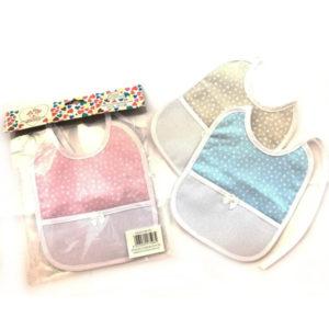 Bavaglino Cuoricino in tre colorazioni (celeste, rosa e bianco) certificate oeko-tex. Prodotto artigianale di alta qualità 100% cotone. Misura: 20x17 cm