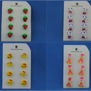 Bottoni per bambini varie fantasie disponibili. Vendute in cartine da 8 bottoni ciascuna.