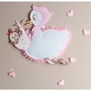 Coccarda nascita con cicogna che porta il bambino con fascia in aida per ricamo a punto croce. Disponibile in celeste e rosa