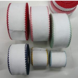 Nastro morbido da ricamare a punto croce misura 30 mm. Disponibile in svariati colori.